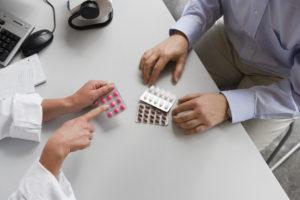 Приём таблеток от врача